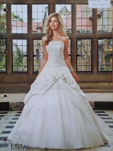 422b789835 Esküvői ruhám áron alul eladó! Hibátlan állapotú! Hátul fűzős- mérete:  36-tól akár 40-ig is. Ára 60.000 Ft Minimálisan alkuképes!